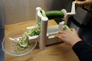 Spaghettis de courgette, réalisé à l'aide du spiraleur.